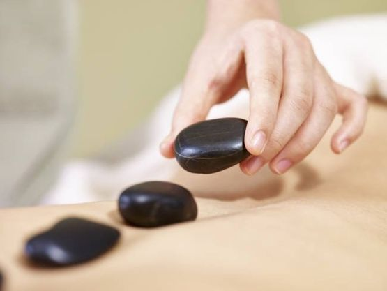Hot Stone Massage - Esthetic Cosmetic Medical Center AG